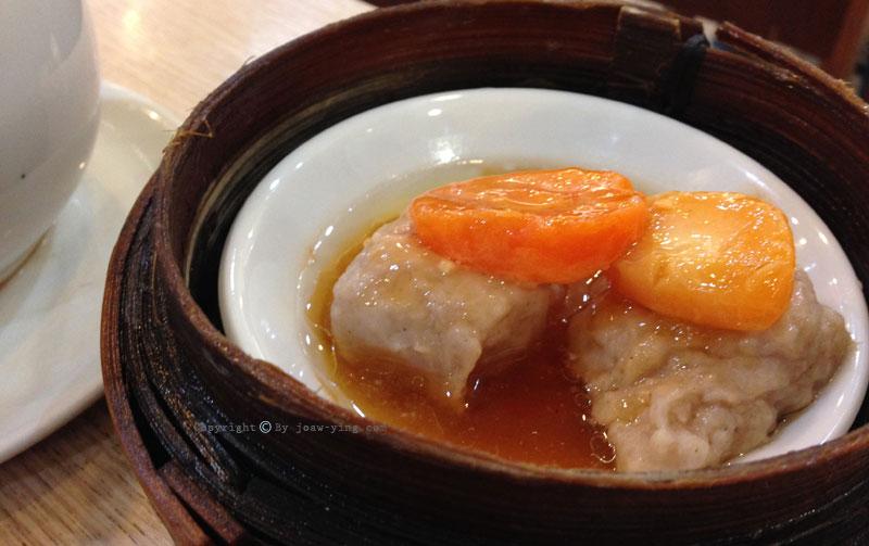 ไข่เค็มยัดไส้ Shirmp Dumplings Topped with red Egg